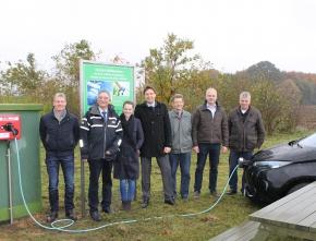 """LEE macht E-mobil"": Windkraft Heiden eröffnet neue Ladesäule aus sauberem Windstrom"