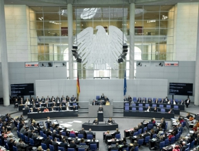 Bundestag beschließt neues EEG: Abschied von Klimaschutzzielen im Eilverfahren